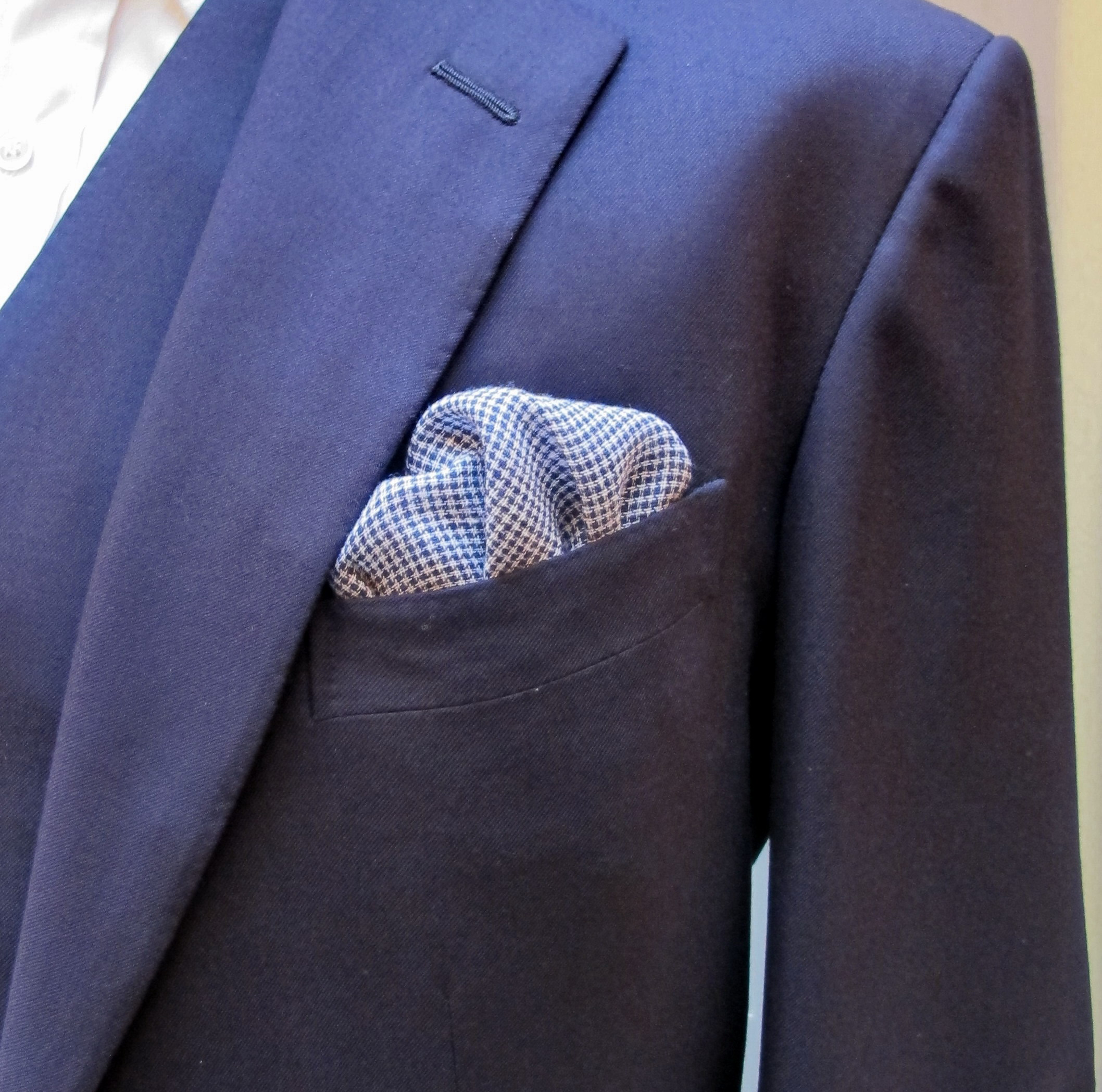 bb33249972f89 Anderson and Sheppard Puppytooth Linen Pocket Square (2)